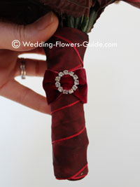 Bouquet handle finished with a diamante brooch