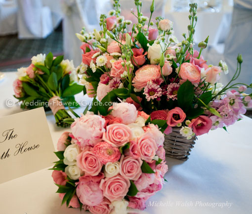 bouquets and table centerpiece for a spring wedding